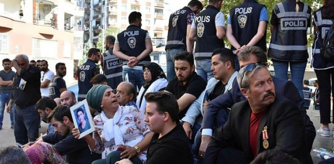 HDP önünde 'evlat nöbeti' sonrası Kandil'i korku sardı.