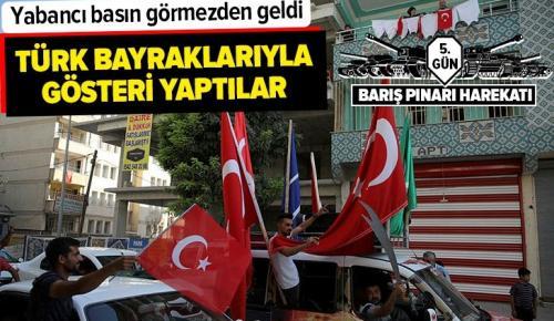 Şanlıurfa Akçakale'de Türk bayraklarıyla sevinç gösterisi yapıldı .