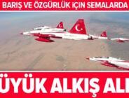 Türk Yıldızları'ndan KKTC'de gösteri uçuşu.